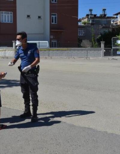 Çocuklar polisle bayramlaştı