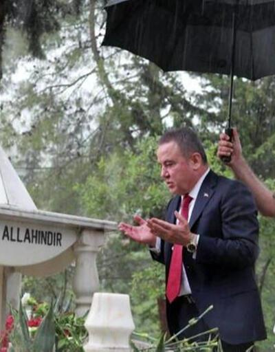 Tepki çeken mezarlık ziyareti