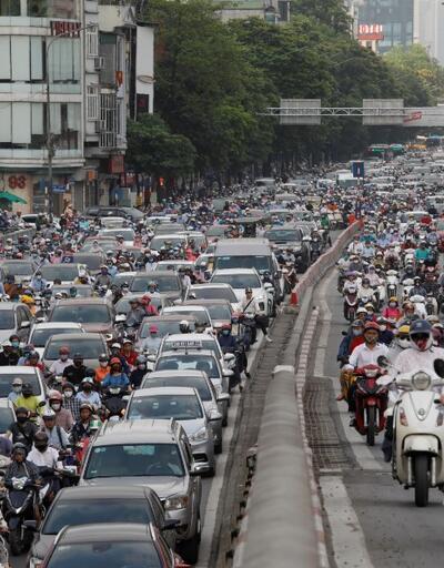 Korkutan manzara: Ülkede önlemler gevşetildi, halk yollara döküldü