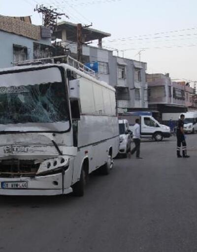 2 midibüs çarpıştı: 12 tarım işçisi yaralandı