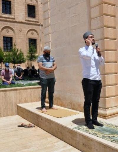 Derik'te Cuma namazı sadece Tacarlar Camisi'nde kılındı