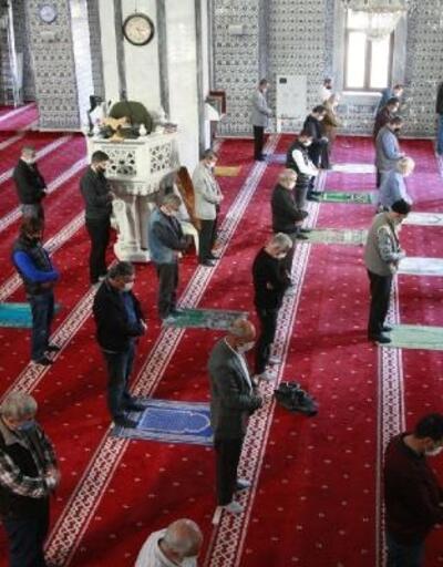 Orhangazi'deki camilerde de ikindi vakti namazı kılındı