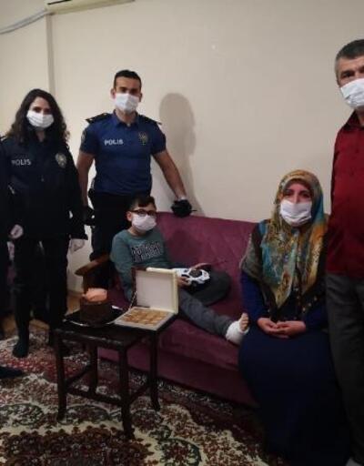 Polisten kaçarken ayağını kıran çocuğa emniyetten geçmiş olsun ziyareti