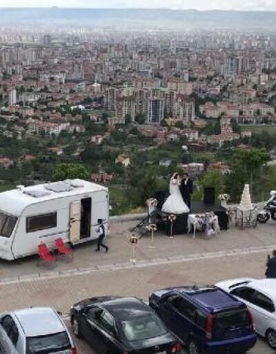 Kayseri'de koronavirüse karşı 'araçlı' düğün