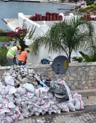 Özdil'in villasındaki kaçak eklentilerin yıkımı sürüyor