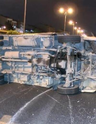 Bayrampaşa'da kamyonet takla attı: 1'i ağır 4 yaralı