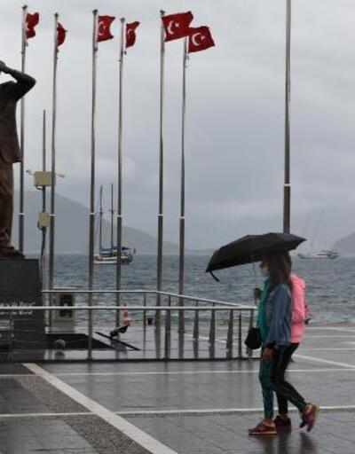 Yağmur ve rüzgar deniz keyfine engel oldu