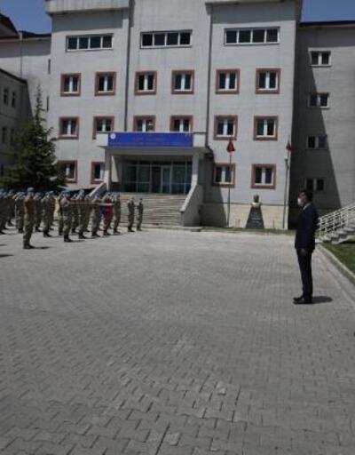 Vali Çağatay, PKK'lıları etkisiz hale getiren JÖH Taburu'nu ziyaret etti