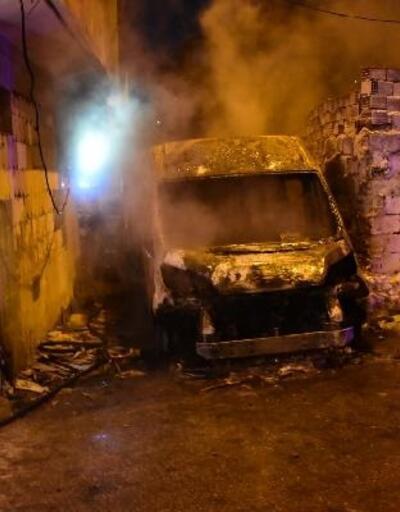 İzmir'de park halindeki minibüsün kundaklandığı iddiası
