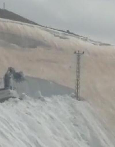 Yüksekova'da 7 metre karla mücadele