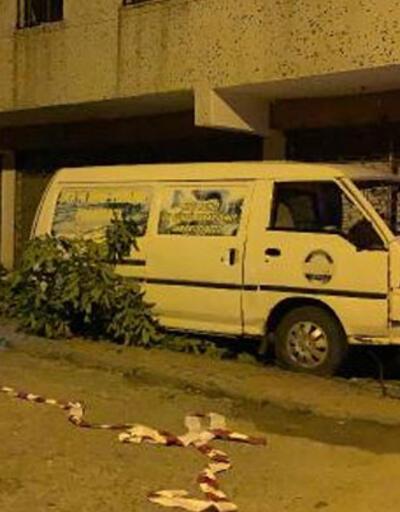 Kontrolden çıkan panelvan minibüs ağaca çarptı