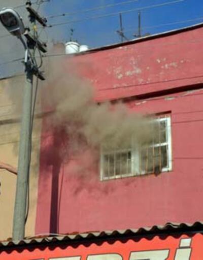Terzide çıkan yangında 500 metre kumaş kül oldu
