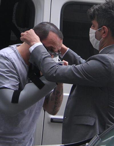 Berkay maske takarken yardım istedi