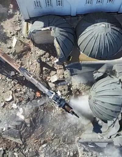 Silivri depreminde minaresi yıkılan Avcılar'daki caminin yıkımına başlandı