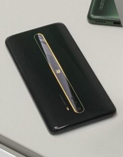 Realme logosuna sahip gizemli bir telefon