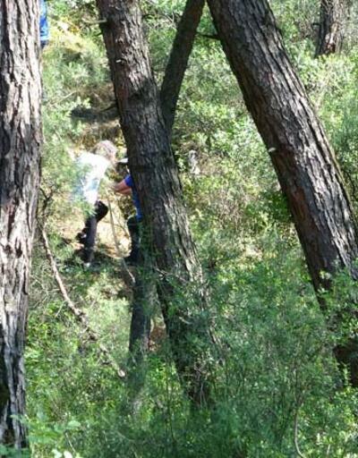 Ormanda yollarını kaybeden 3 genç kız çıktıkları tepede mahsur kaldı