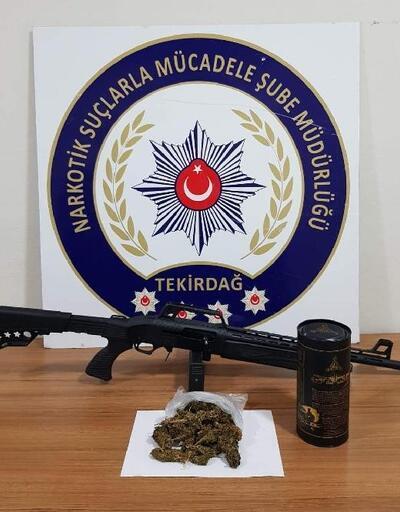 Uyuşturucu ve tüfek bulunan otomobildeki 3 kişi gözaltına alındı