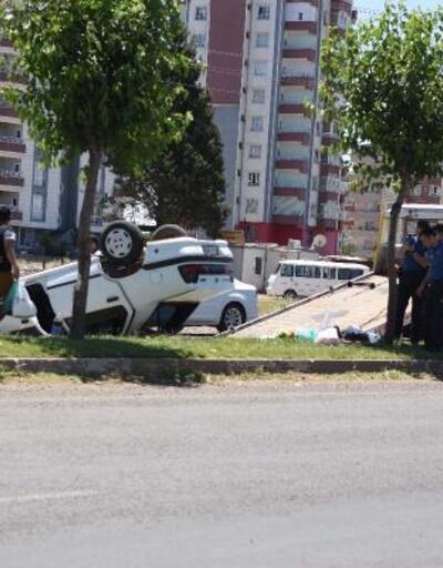 Siverek'te devrilen otomobildeki çift yaralandı