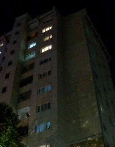 Kocasını bıçakladı, çocuğunu 11. kattan sarkıttı  | Video