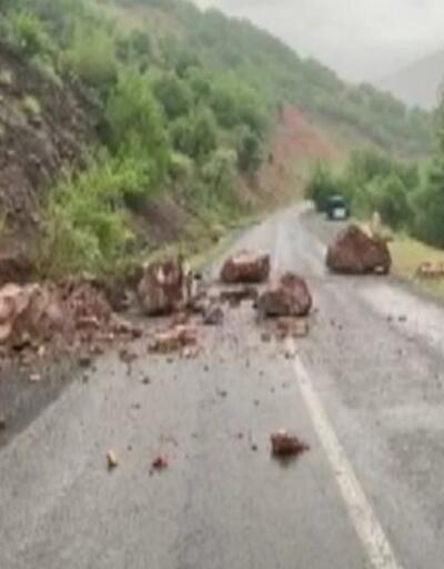 Son dakika: Bingöl'deki deprem kayaların yollara düşmesine neden oldu | Video