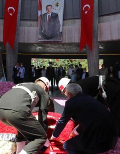 Süleyman Demirel'e koronavirüs tedbirli anma