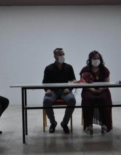 İslahiye'de maskeli, sosyal mesafeli nikah merasimi