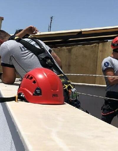 Pencereye sıkışan güvercini AKS 110 ekibi kurtardı