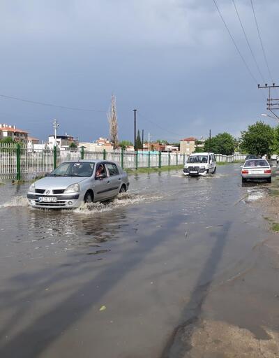10 dakikalık yağmurla yollar göle döndü