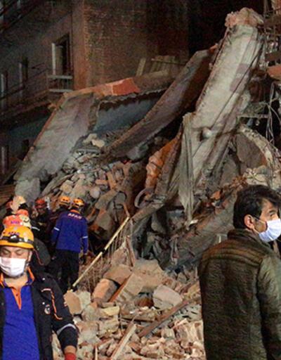 Erzurum'da kullanılmayan 5 katlı bina tamamen çöktü