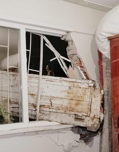 Son dakika: Kamyonetle pencereden girdi | Video