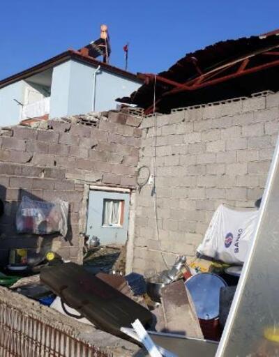 Kuvvetli rüzgar evin çatısını uçurdu duvarlarını yıktı