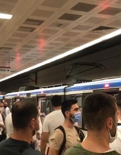 Tramvayda panik dolu anlar! Yolcular tahliye edildi
