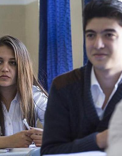 """MEB'den devamsızlıktan kalan lise son sınıf öğrencilerine """"mezuniyet"""" müjdesi"""