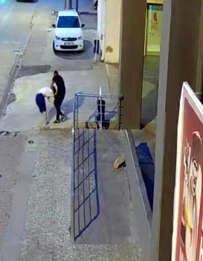 Son dakika... Genç kadının kapkaççıya uzun süre direndiği anlar kamerada | Video