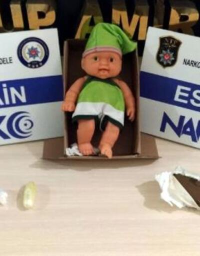 Oyuncak bebeğin içinden uyuşturucu madde çıktı