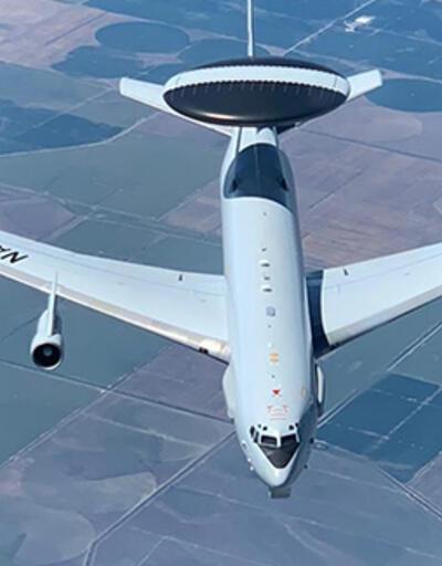 NATO uçağına yakıt ikmali