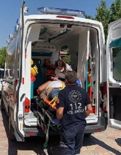 Devrilen silindirin altında kalan sürücü yaralandı