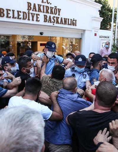 Son dakika... Bakırköy Belediyesi önünde arbede