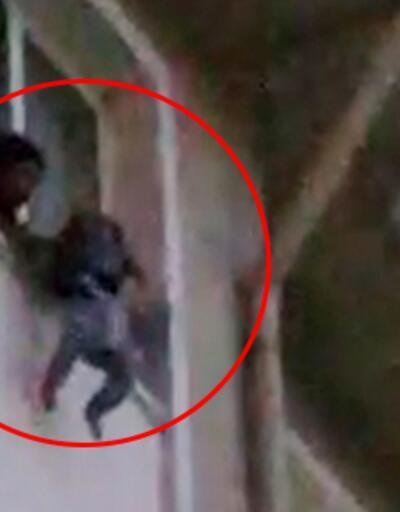 Çocuğunu pencereden sarkıtıp, 'Atayım mı' diye bağıran kadını polis engelledi