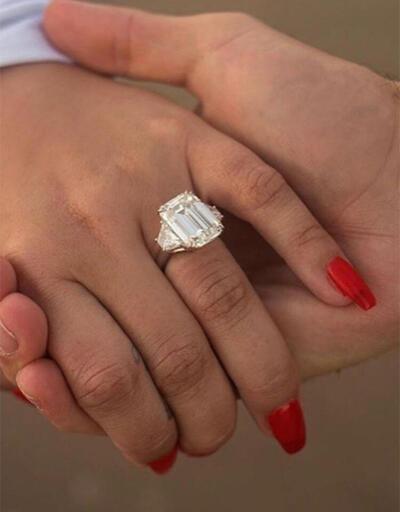 Demi Lovato'nun nişan yüzüğü dikkat çekti!