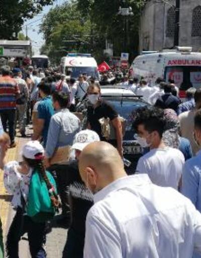 Son dakika...  Tramvay seferleri durunca binlerce kişi Ayasofya Camii'ne yürüdü