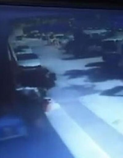 Park halindeki 8 araca çarptı! Korku dolu anlar kamerada