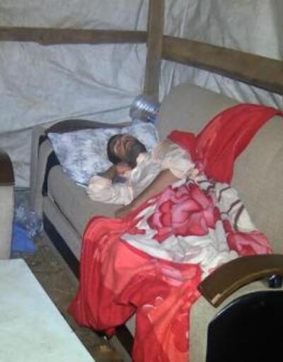 Kurban satıcıları geceyi böyle geçiriyor