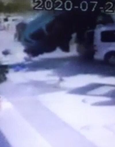 Son Dakika Haberleri: İzmir'de takla atan araç 8 araca çarptı | Video