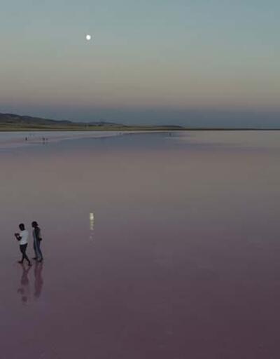 Son dakika... Pembe renge bürünen Tuz Gölü, ilgi odağı oldu