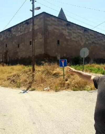 Defineciler tarafından tahrip edilen 'Köşk Medrese' onarılmayı bekliyor