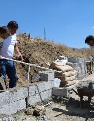 İş insanı Yüksekova'da 3 köy mezarlığına hayrat çeşmesi yaptırdı