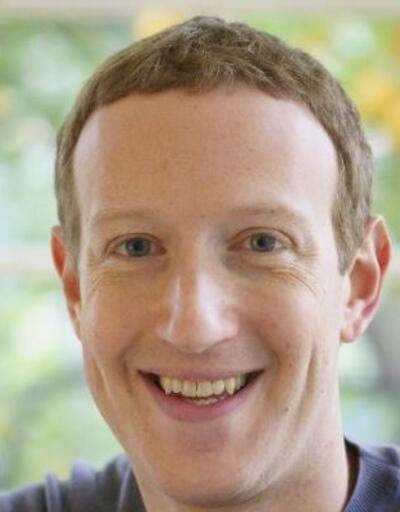Son dakika... Facebook patronu Zuckerberg 'senti bilyoner' kulübüne girdi