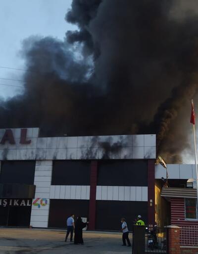 Son dakika... Manisa'da mobilya fabrikasında yangın