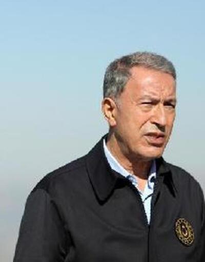 Bakan Akar üs bölgesindeki askerlerle telsizle konuştu